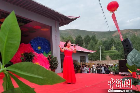 """青藏高原非遗民歌:百年""""花儿""""登上舞台"""
