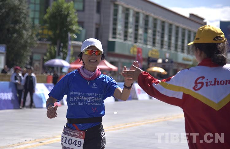 5000人奔跑地球第三极,体验拉萨半程马拉松