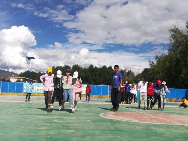 北师大15名大学生到西藏拉萨林周县中学支教