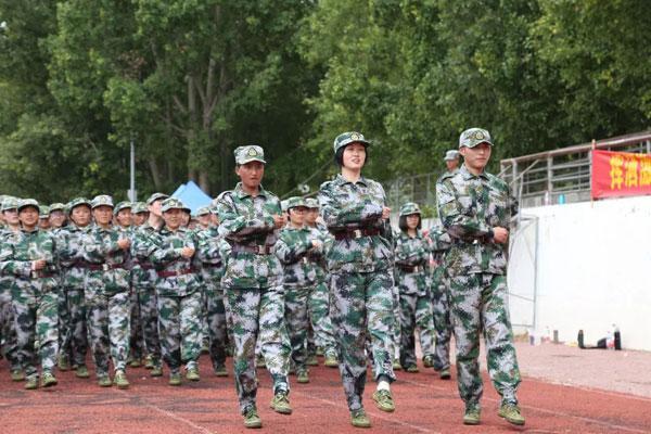 西藏大学举行2018级新生军训汇报大会