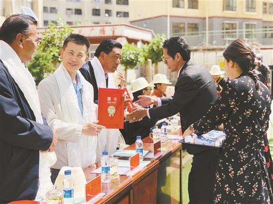 西藏拉萨市文联书法曲艺培训基地在城关区娘热小学揭牌成立