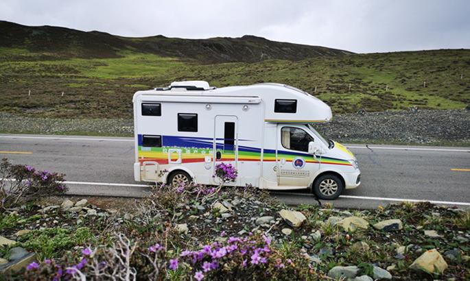 5   新投入运营的旅游房车.jpg