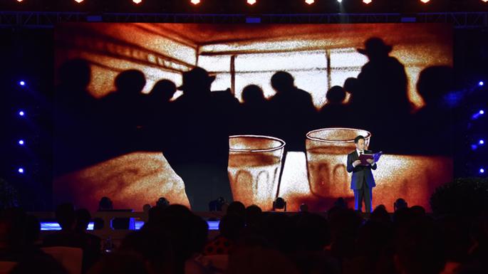 2图 沙画讲述西藏故事。摄影:王媛媛 jpg.jpg