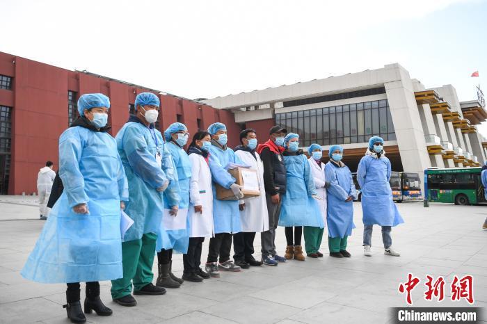 西藏藏医院捐赠防疫藏药 助力拉萨一线防疫