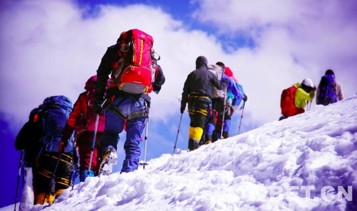 中国西藏登山大会洛堆峰高海拔登山探险组54人成功登顶