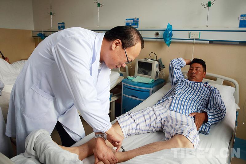 医疗专家在迪庆州人民医院成功开展手术