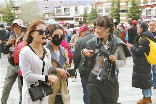 西藏拉萨市旅游市场渐入佳境 各旅行社积极备战旅游旺季