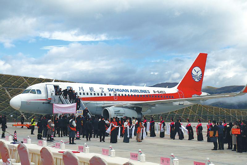 三机场架起四川省甘孜州空中旅游环线