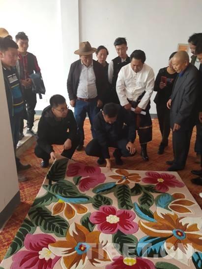 青海果洛首家枪刺地毯生产企业开工投产