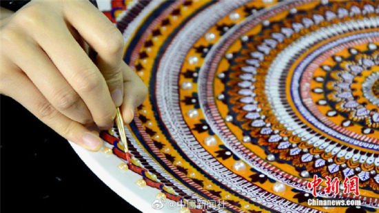 指甲油的新用途!实践璀璨迷人的敦煌绘画工艺盘