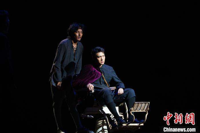 話劇《哈姆雷特》藏漢雙語版拉薩上演