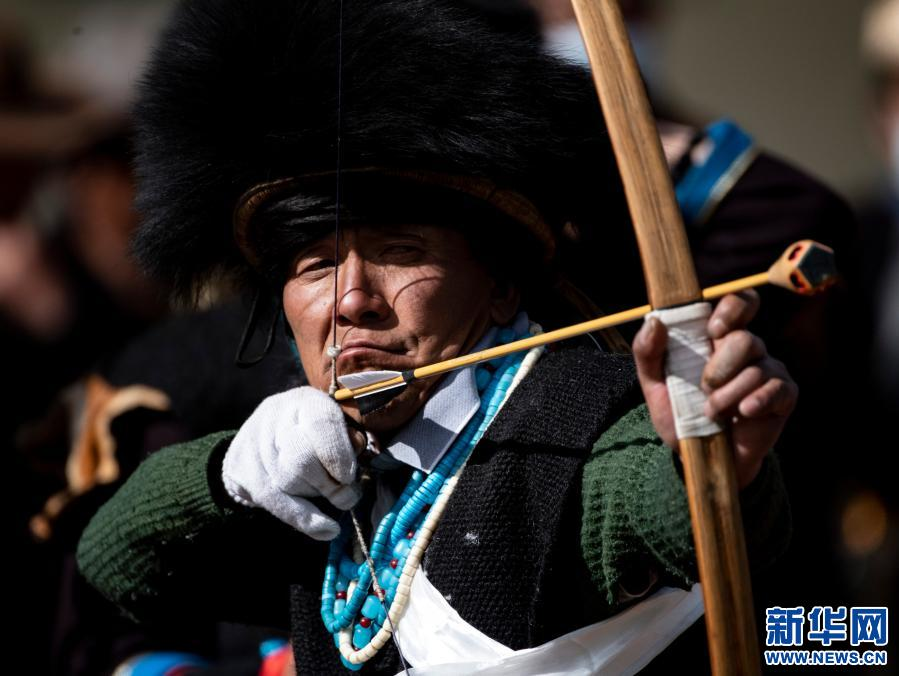 西藏林芝:放哨箭过年