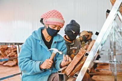 甘孜州石渠县:在线销售石雕产品这条产业道路是对的