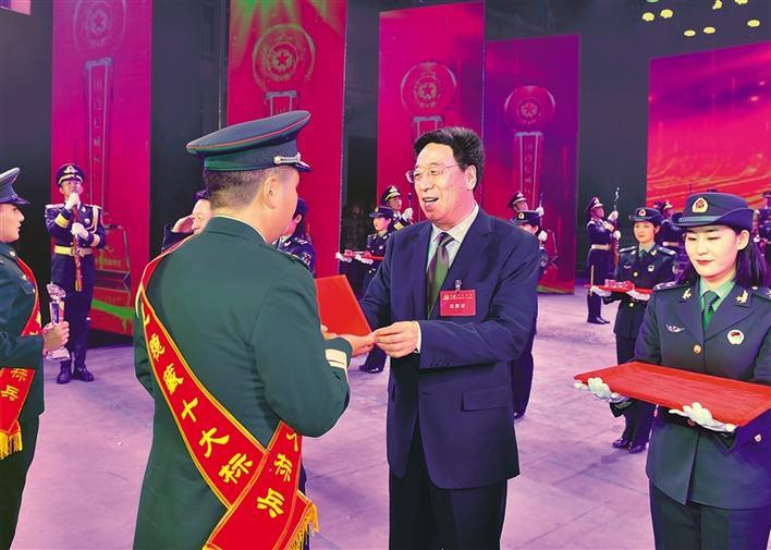 """西藏军区举行""""稳边稳藏十大模范""""第二次颁奖仪式"""