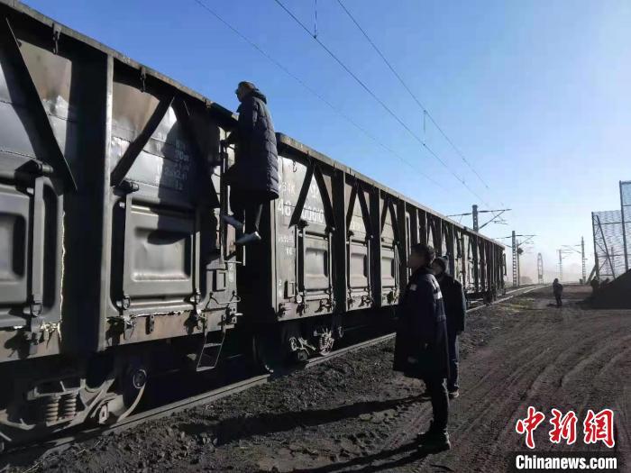青藏集团的煤炭运输解决了高原燃煤的迫切问题