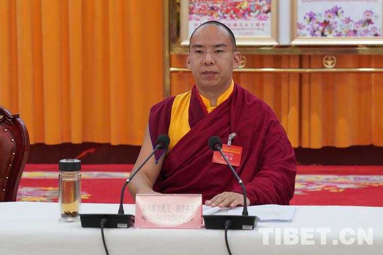 十一世班禅鼓励僧侣和尼姑展示他们在促进藏传佛教中国化方面的新责任