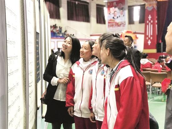 西藏拉薩那曲第三高級中學舉辦名家書畫展