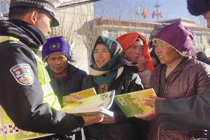 西藏拉萨尼木交警开展道路交通安全宣传教育活动