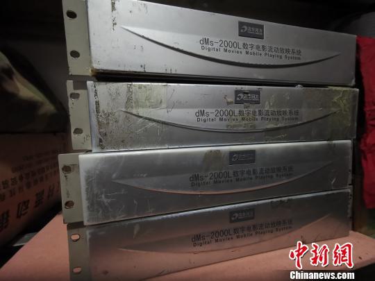 """送电影下乡近4万场 藏北草原上有一位""""牦牛电影队""""队长"""
