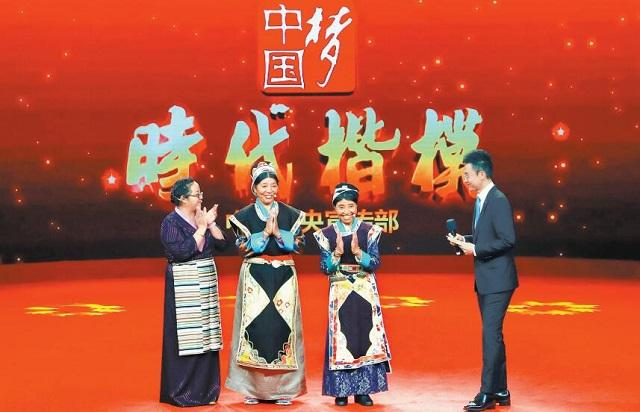 """卓嘎、央宗姐妹荣膺""""时代楷模""""喜讯在西藏引起强烈反响"""