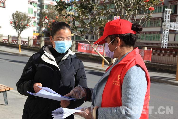 四川甘孜乡城县返乡学生组建防疫志愿者队伍