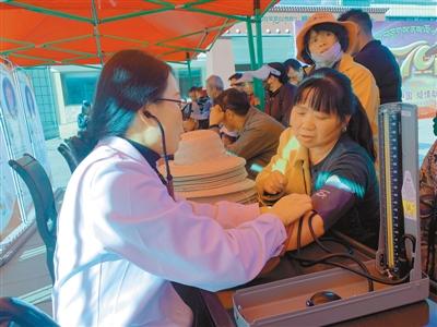 西藏林芝市人民医院志愿者送医送