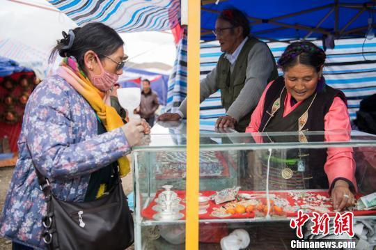 西藏山南744年历史打隆物交会助力民众增收致富