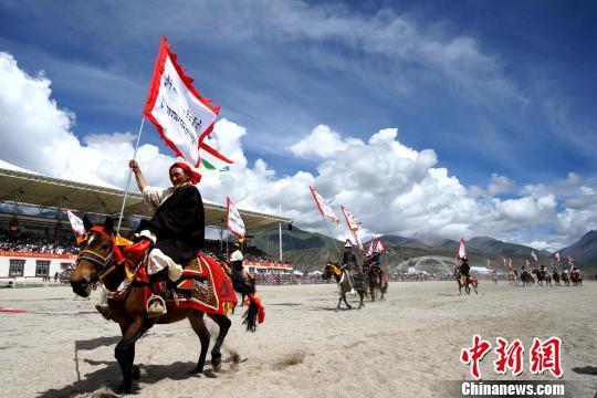 草原上的盛会 西藏当雄赛马节开幕