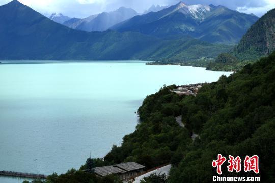 西藏林芝巴松措旅游文化节开幕
