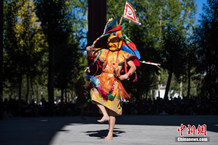 西藏扎什伦布寺举行一年一度跳神活动