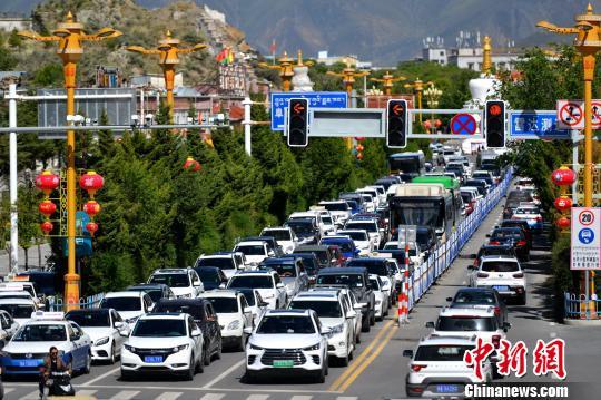 西藏机动车超57万辆拉萨两人即拥有一辆汽车
