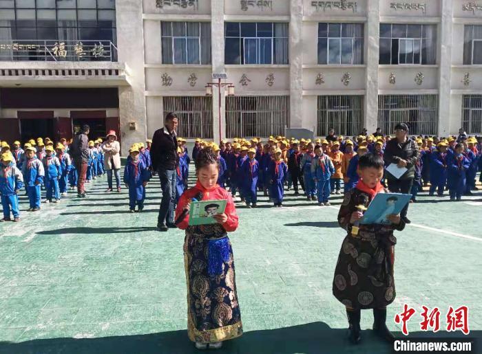 图为学生开展素质拓展活动。 尼玛江热乡中心小学供图 摄