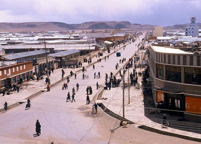 """这是昔日的""""铁皮城""""那曲镇(1987年7月8日摄).jpg"""