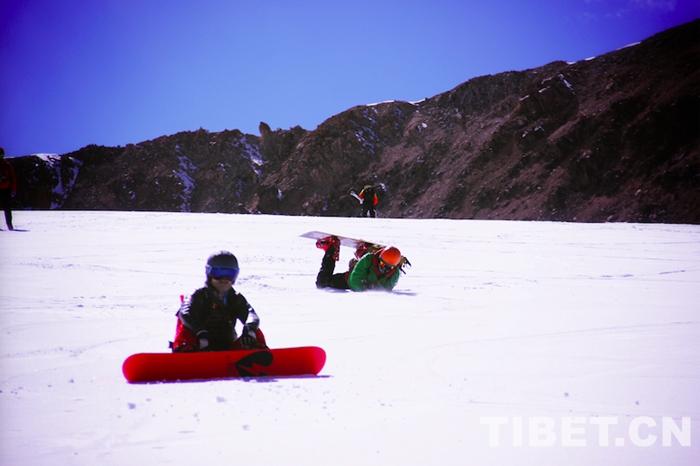 发展雪上户外运动 西藏首届全国滑雪登山交流大会闭幕