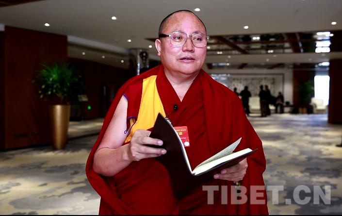 達扎活佛:堅持宗教中國化方向,依法管理宗教事務