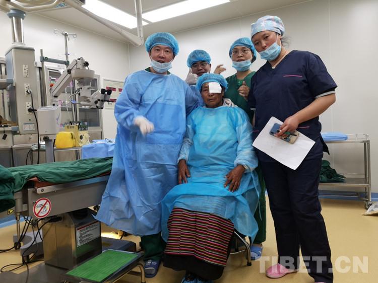 四川理塘:珠海医疗专家赴理塘为近100名白内障患者手术