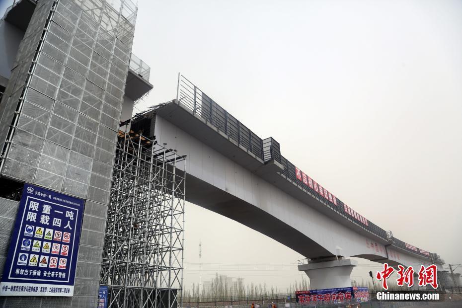 """青藏高原首座转体桥梁完成""""转体"""""""