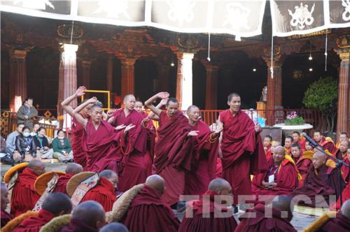 西藏9名高僧获藏传佛教格鲁派最高学位最年轻