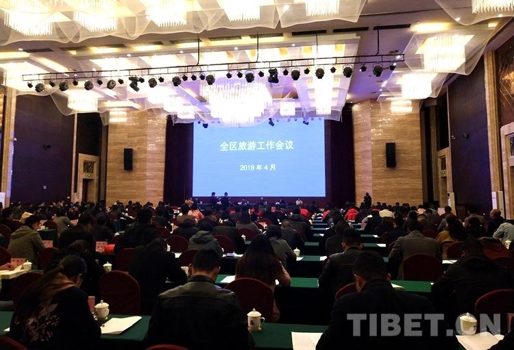 2018年西藏累计接待游客3368.72