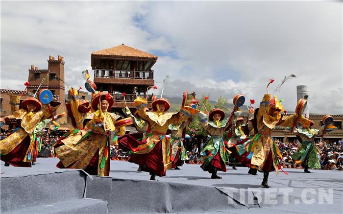 甘孜县格萨尔王城开城以来迎客10.8万人次