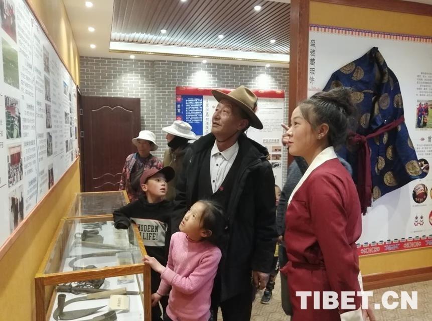 四川省理塘县:两村有了村史馆