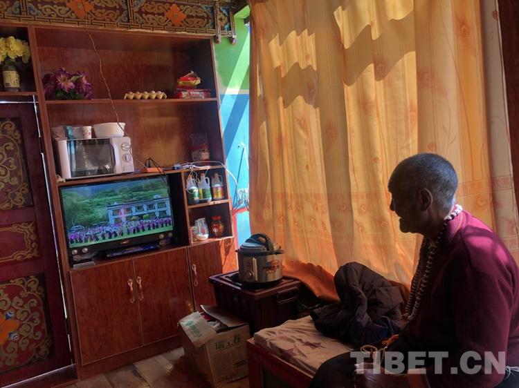 四川理塘牧区82岁藏族阿婆点赞:这个微波炉好用