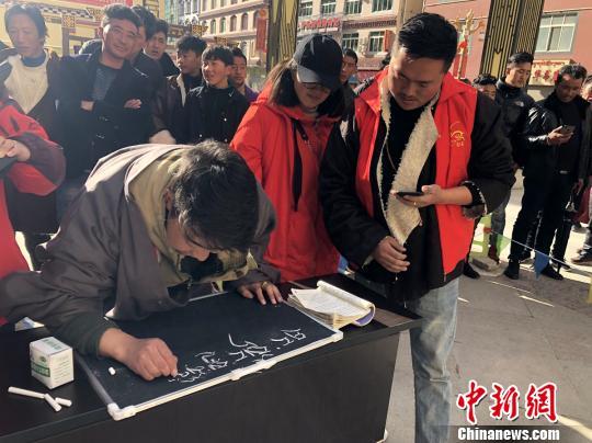 """四川白玉多姿多彩民族风情""""盛宴""""让藏族同胞开心过年"""