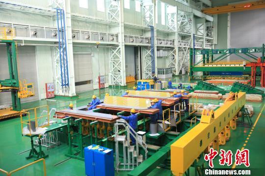 青海至河南±800千伏特高压直流工程变压器在西宁开始组装