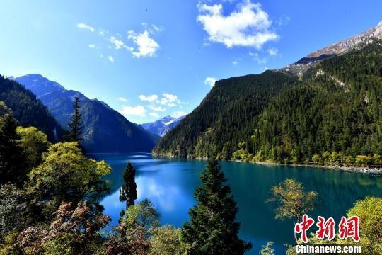 四川九寨沟景区单日游客接待最大限量调整 每天8000人次