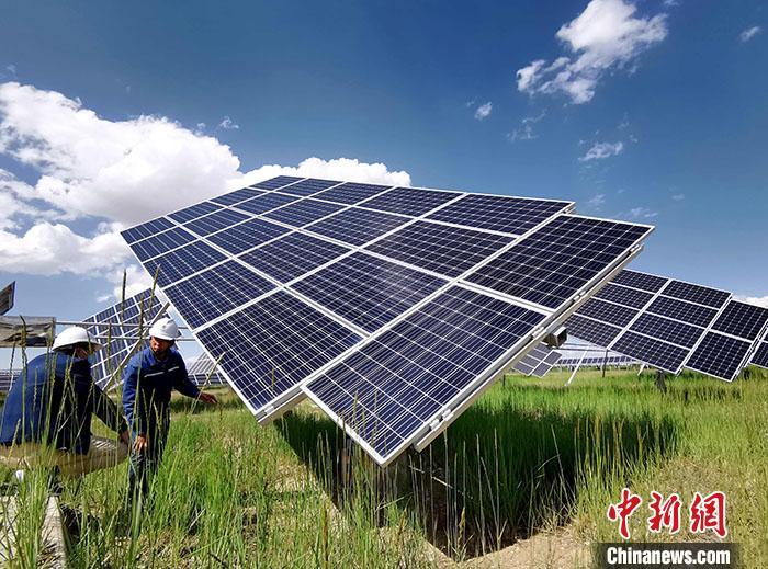 探访青藏高原上的清洁能源基地