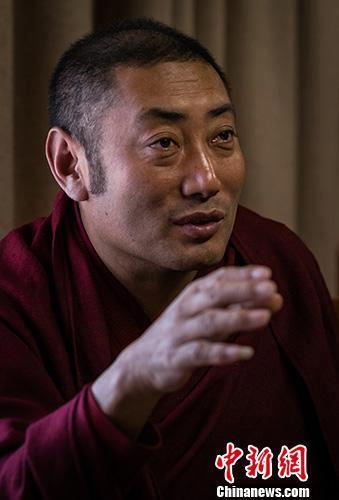 西藏僧人称宗教信仰自由受法律保护