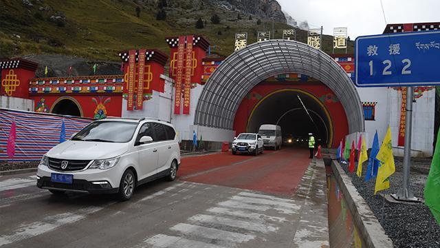 西藏拉林公路米拉山矮拉山两条隧道顺利通车