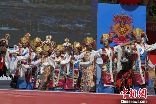 西藏日喀则迎来珠峰文化旅游盛会