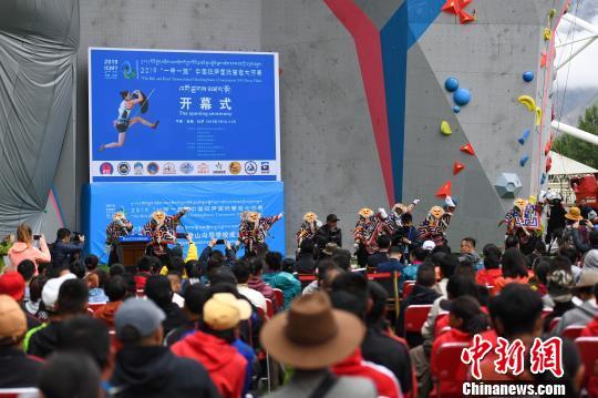 """""""一带一路""""中国拉萨国际攀岩大师赛开赛(图)"""